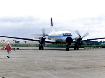 YS-11成田空港着陸.jpg